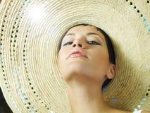 Señora en sombrero de paja Fotografía de archivo