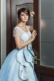 Señora en un vestido de bola azul Foto de archivo libre de regalías