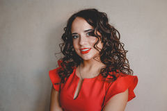 Señora en una alineada roja Fotografía de archivo