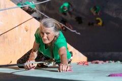 Señora envejecida Doing Extreme Sport Foto de archivo libre de regalías