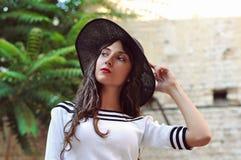 Señora hermosa con el sombrero Fotos de archivo