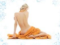 Señora hermosa con las toallas anaranjadas Imagen de archivo libre de regalías