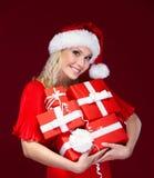Señora hermosa en casquillo de la Navidad Foto de archivo libre de regalías