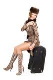 Señora hermosa joven con una maleta foto de archivo