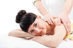 Señora hermosa que consigue un masaje Fotos de archivo