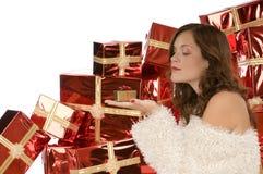 Señora hermosa que mira un presente minúsculo fotos de archivo libres de regalías