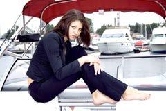 Señora hermosa que se sienta en una nave Fotos de archivo libres de regalías