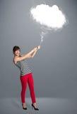 Señora hermosa que sostiene la nube Fotos de archivo libres de regalías