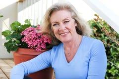 Señora hermosa - retrato al aire libre imagenes de archivo