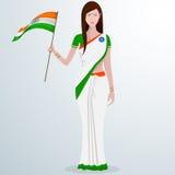 Señora india con la bandera para la celebración del día de la república Fotos de archivo libres de regalías