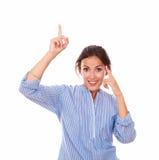 Señora joven atractiva con pedir gesto Foto de archivo
