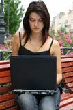 Señora joven con el cuaderno Fotografía de archivo libre de regalías