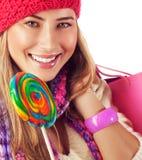 Señora joven con el lollipop colorido Foto de archivo libre de regalías