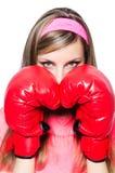 Señora joven con los guantes de boxeo Foto de archivo