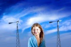 Señora joven con windgenearators Fotos de archivo libres de regalías