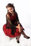 Señora joven coqueta en un vestido rojo Foto de archivo