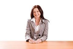 Señora joven en el escritorio Fotografía de archivo libre de regalías