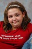 Señora joven en una camiseta roja Fotografía de archivo libre de regalías