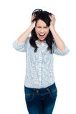 Señora joven frustrada que grita ruidosamente Fotografía de archivo libre de regalías