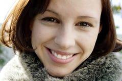 Señora joven hermosa sonrisa Fotos de archivo