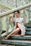 Señora joven pensativa abajo en las escaleras Imágenes de archivo libres de regalías