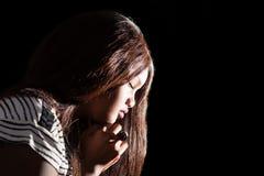Señora joven Praying Fotografía de archivo
