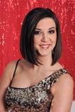 Señora joven presentada en fondo rojo Fotografía de archivo libre de regalías