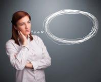 Señora joven que piensa en burbuja del discurso o del pensamiento con el balneario de la copia Fotos de archivo