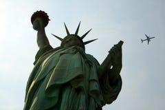 Señora Liberty y aeroplano Imagen de archivo libre de regalías