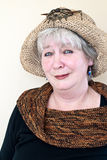 Señora madura con el sombrero fotos de archivo libres de regalías