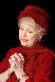 Señora mayor devota imagenes de archivo