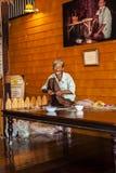 Señora mayor en el trabajo fotografía de archivo