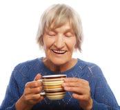 Señora mayor feliz con café Fotos de archivo libres de regalías