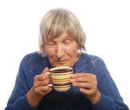 Señora mayor feliz con café Imagenes de archivo