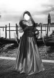 Señora por un río Foto de archivo libre de regalías