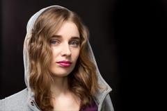 Señora preciosa Wearing Gray Hood Portrait Fotografía de archivo