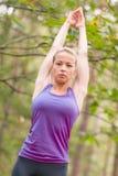 Señora que entrena al aire libre Imagen de archivo libre de regalías