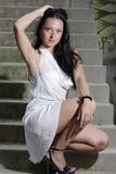 Señora que se pone en cuclillas en una escalera [3] Fotografía de archivo