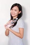 Señora que sostiene la botella de agua Imagenes de archivo