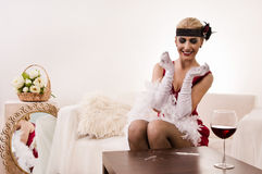 Señora sensual en la cocaína roja el oler (de imitación) Fotografía de archivo