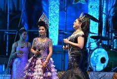 Señora Singer y concierto tailandés del estilo de los bailarines Fotos de archivo