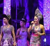 Señora Singer y concierto tailandés del estilo de los bailarines Imagen de archivo
