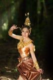 Señora tailandesa hermosa en vestido tradicional tailandés del drama Foto de archivo