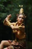 Señora tailandesa hermosa en vestido tradicional tailandés del drama Fotos de archivo libres de regalías