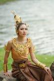 Señora tailandesa hermosa en vestido tradicional tailandés del drama Fotografía de archivo