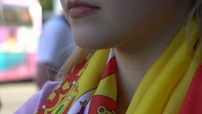 Señora triste en cualidades del equipo de fútbol nacional español todavía que se coloca, pérdida almacen de video