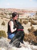 Señora y perro imagen de archivo libre de regalías