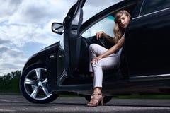 Señora y un coche Fotografía de archivo libre de regalías