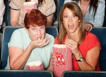 Señoras asustadas en teatro Foto de archivo libre de regalías