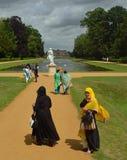 Señoras en vestido tradicional colorido Foto de archivo libre de regalías